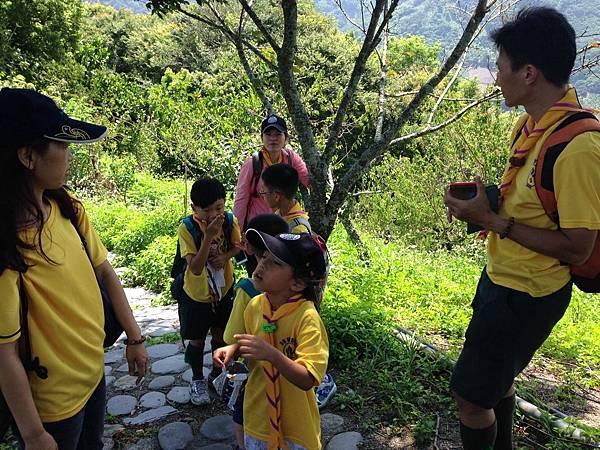 大家熱烈與獵人古道導覽哥哥合照_7064.jpg
