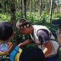 大家熱烈與獵人古道導覽哥哥合照_7203_3.jpg