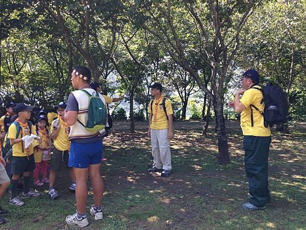 大家熱烈與獵人古道導覽哥哥合照_7523.jpg
