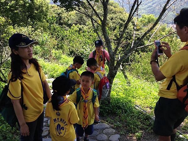大家熱烈與獵人古道導覽哥哥合照_8227.jpg