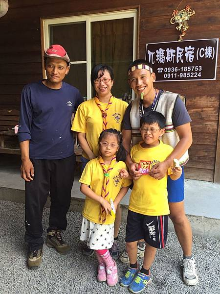 大家熱烈與獵人古道導覽哥哥合照_9088.jpg