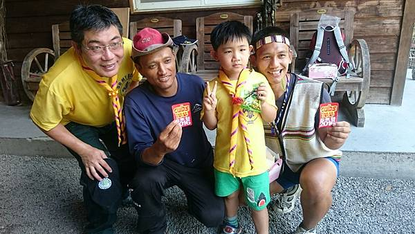 大家熱烈與獵人古道導覽哥哥合照_9093.jpg