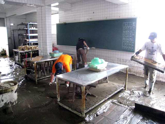 rover_scouts_cleaning_the_campus_imagelarge.jpg
