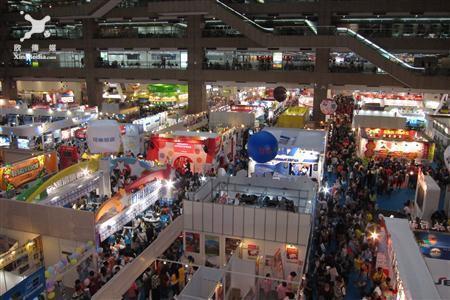圖說:2013台北國際旅展最後一天星期一,但人潮量依舊不減。(記者方雯玲攝)