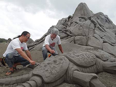 無懼豪雨 一見雙雕藝術季如期開幕