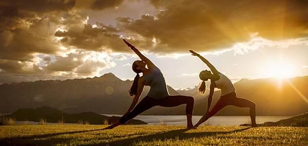 Outdoor-Yoga-in-Queenstown.jpg