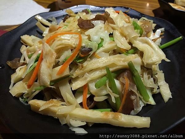 鴻富牛肉麵