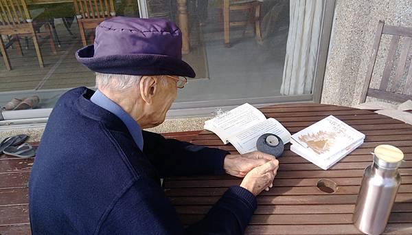95歲看書