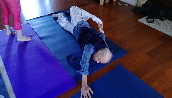 95歲瑜珈