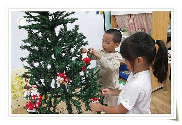 1041201布置聖誕樹 (5).JPG