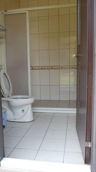 乾淨整潔的分離式衛浴