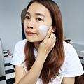 婕洛妮絲_白雪公主素顏霜_輕透白吸油定妝蜜粉 (20).JPG