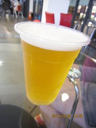超好喝的宜蘭酒廠鮮釀啤酒.jpg