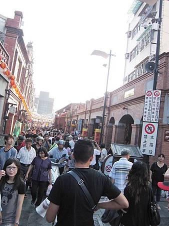 三峽老街怎麼去 超熱鬧的人潮.jpg