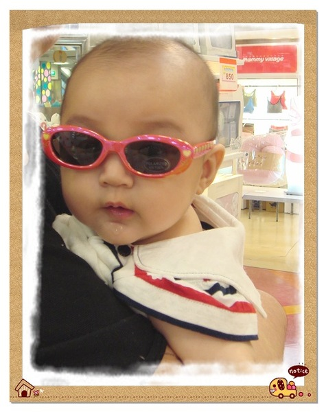 小花戴太陽眼鏡