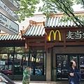 很認真掛上中文招牌的McDonalds