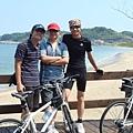 三位男士來張合照