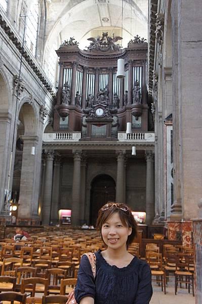 教堂內超大的管風琴