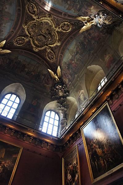 法國巨幅繪畫區的大廳天花板好美