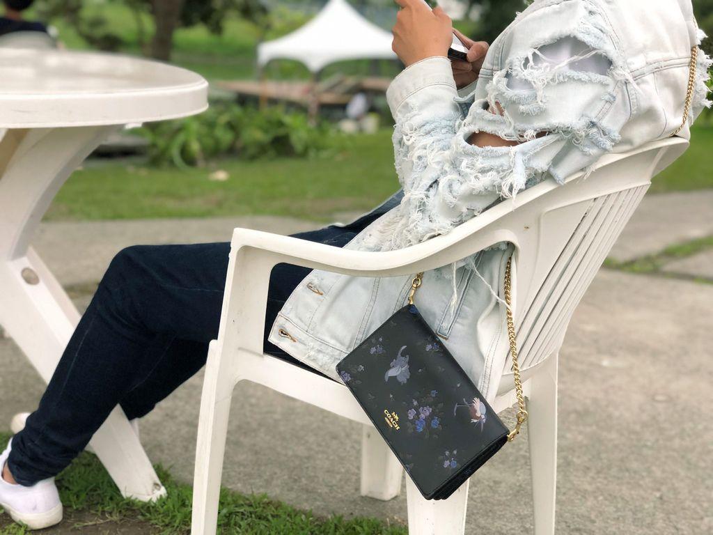 2019春COACH小飛象聯名包款-鏈帶錢包穿搭