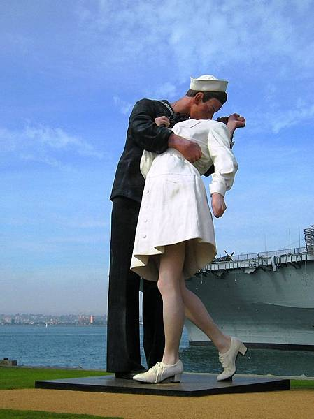 Sailor_Kissing_Nurse_by_quarab58
