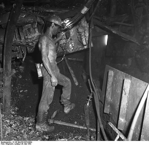 Bundesarchiv_B_145_Bild-F013073-0004,_Walsum,_Kohlebergbau