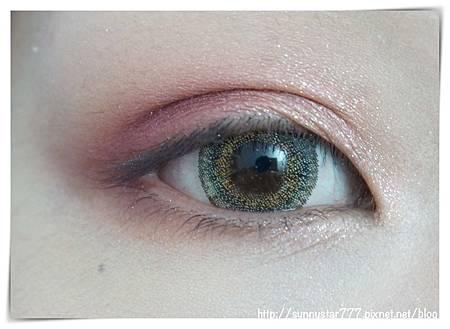 紅眼影暈染.jpg