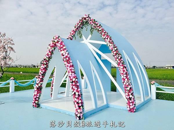 花海中的水晶教堂 (2).jpeg