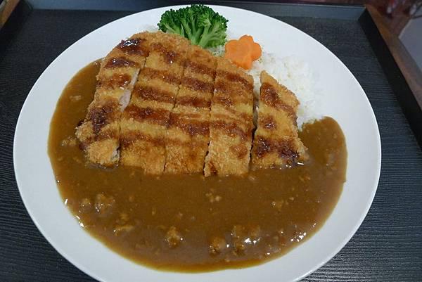 日式咖哩豬排飯 NT 150 (4).JPG