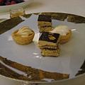 鑲金箔的巧克力蛋糕.jpg