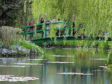 莫內-真正的日本橋與睡蓮.jpg