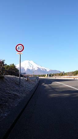 交流道口的富士山