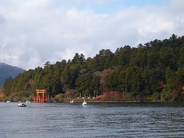 湖上的神社