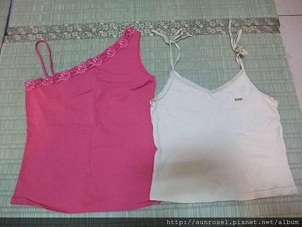左: NET桃紅斜肩背心~L號  右: SCOOP駝色綁帶短版背心~F號