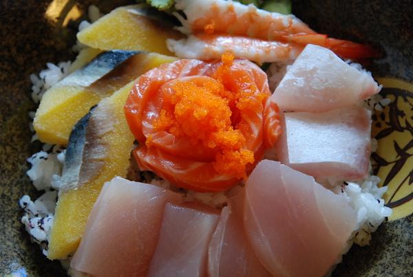 太田屋烹割綜合生魚片蓋飯1.JPG