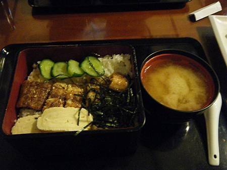 美味的鰻魚套餐讓人回味無窮.jpg