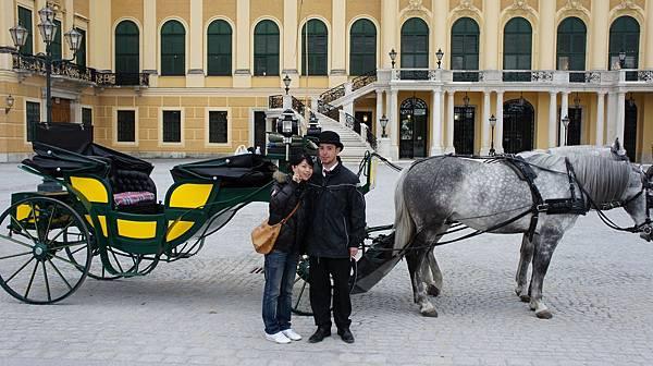 熊布朗宮前的馬車伕.JPG