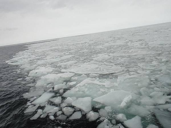 搭破冰船出海 很壯觀 喀拉喀拉的破冰聲音很屌