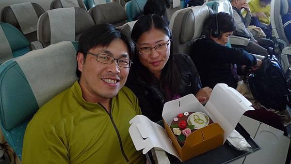 新加坡航空送上蜜月蛋糕.JPG