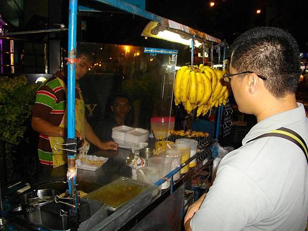 超好吃的香蕉捲餅東南亞特色業夜市小吃.JPG