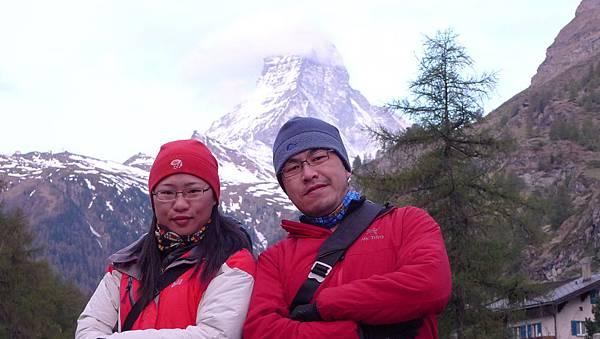 新婚夫妻與馬特洪峰~策馬特.JPG