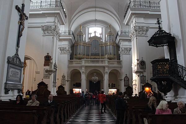 IMG_6059華沙聖十字教堂_調整大小 .JPG