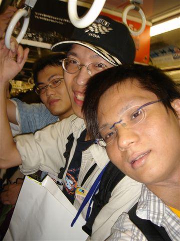 073_擁擠的東京電車.JPG