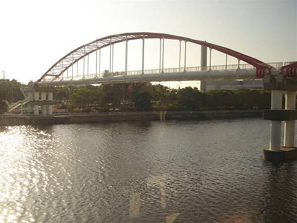 009_單軌電車上市景.JPG