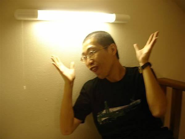 060_日光燈仙子變身.JPG