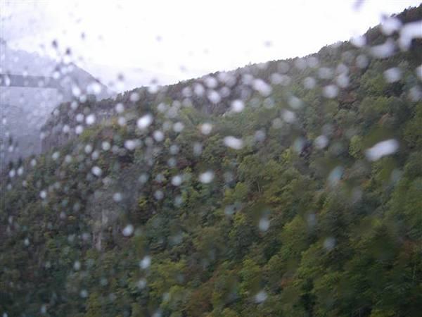 074_雨中纜車.JPG