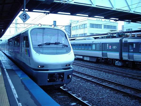 003_列車進站.JPG