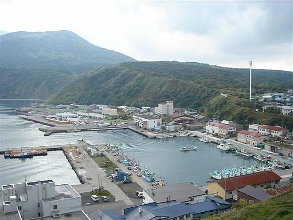 063_俯瞰利尻漁港.JPG