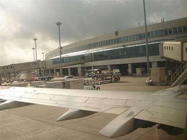 006_從飛機看機場.JPG