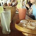 110_萊姆汁綜合汁與蝦餅.JPG
